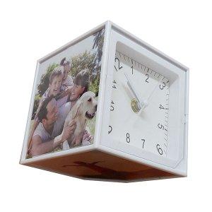 קוביה מסתובבת עם שעון